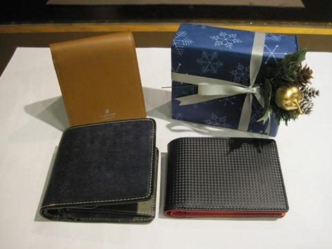 お財布をクリスマスプレゼントに~定番の二つ折り~