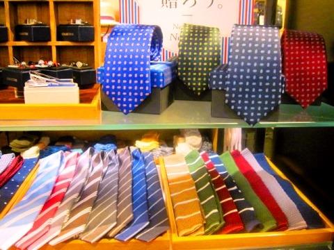 ネクタイを贈りましょう!!!